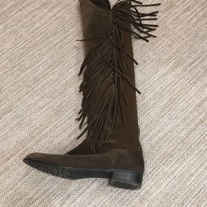 Suede boots with fringe